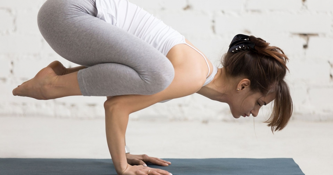 Fitness Brown haired Workout Hands Yoga 524386 2880x1800